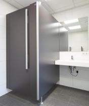 [KEMMLIT - Cabines sanitaires NiUU one F : un design lisse et modulaire à prix compétitif]